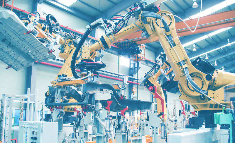 Robots connected to a MES in a factory that follows the guidelines of the industry 4.0